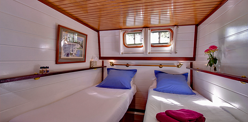 Athos twin bedded cabin