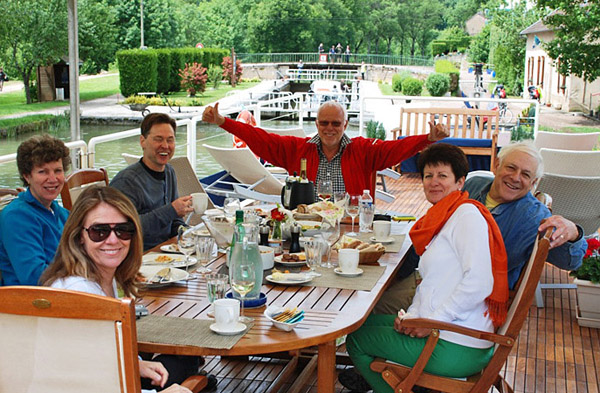 Happy guests on board the barge Apres Tout
