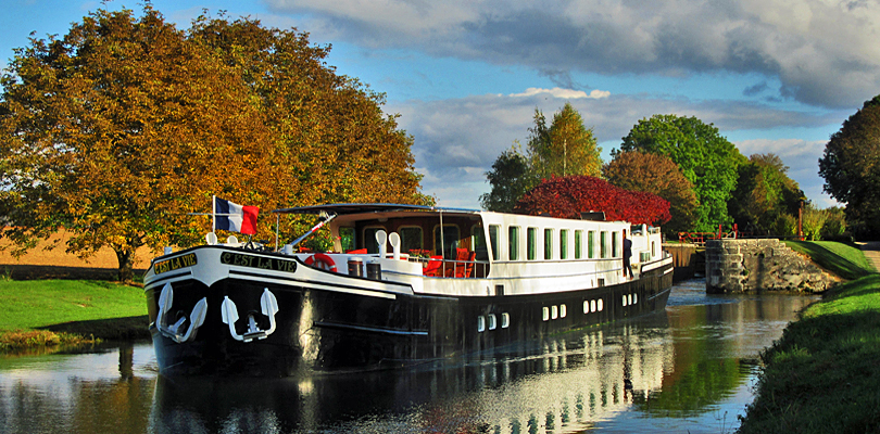 C'est La Vie barge cruise on Northern Burgundy Canal, France