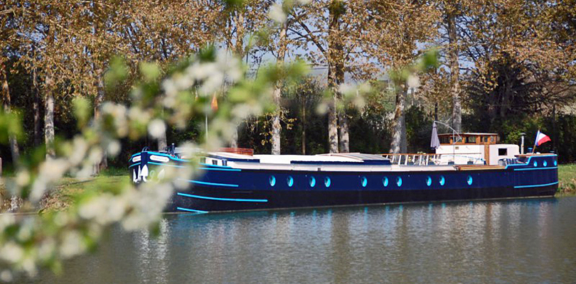 Magnolia barge cruise on Southern Burgundy Canal, France