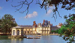 Chateau Fontainebleau on the Canal sur Loing