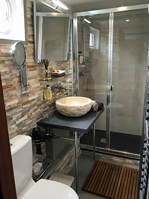 Saint Louis ensuite bathrooms
