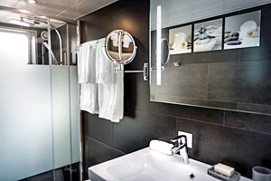 Grand Victoria ensuite bathroom