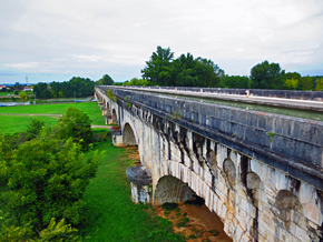 Agen aqueduct over the River Garonne