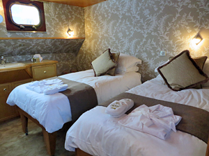 Hirondelle twin bed cabins