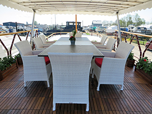 Hirondelle deck dining