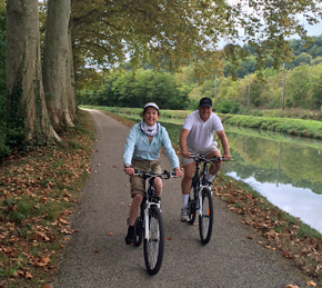 Biking along the cruising route of the barge Saint Louis