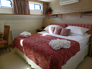 Apres Tout stateroom with king bed