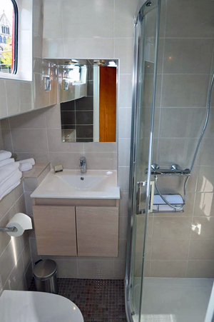 Luciole ensuite bathroom