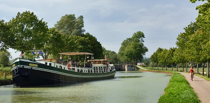 Saroche barge cruise on Southern Burgundy Canal, France
